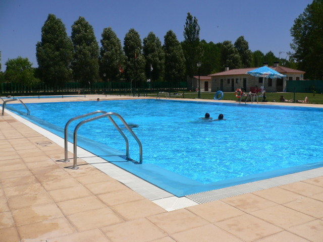 El precio de las piscinas para 2013 c mo ahorrar dinero for Precios de piscinas