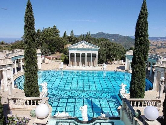 hearst mansion piscina