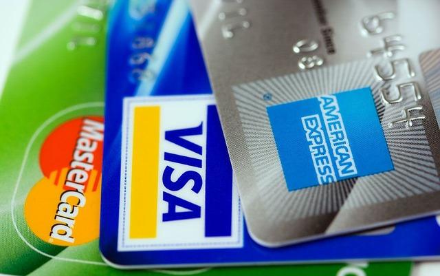 Cuatro seguros interesantes para el verano que puede tener tu tarjeta